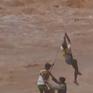 Trực thăng Ấn Độ cứu người dân mắc kẹt giữa lũ dữ