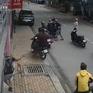 Nhóm côn đồ ngang ngược tấn công bảo vệ quán cà phê