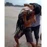 Bình Thuận: Thêm 6 du khách bị sóng lớn cuốn trôi khi tắm biển