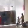Giông lốc kinh hoàng ở Hà Nội chiều 24/8: Thổi bay biển quảng cáo, hất văng người
