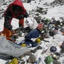 Người leo núi Everest bị cấm mang theo đồ nhựa