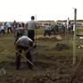 Kỳ lạ cuộc thi... đào huyệt mộ ở Hungary