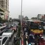 Mưa lớn đúng giờ đi làm, nhiều tuyến đường Hà Nội ngập sâu, ách tắc