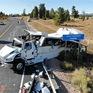 Mỹ: Xe chở khách du lịch mất lái bị lật, ít nhất 4 người thiệt mạng