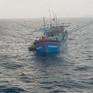 Đưa ngư dân Phú Yên bị tai nạn lao động trên biển vào bờ cấp cứu