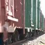 Hiểm họa băng qua đường sắt vào nghĩa trang tảo mộ