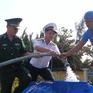 Quân chủng Hải quân điều tàu cấp nước ngọt cho người dân Bến Tre