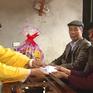 Trao quà Tết cho người nghèo và nạn nhân chất độc da cam