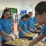 Gói bánh tét - Trao yêu thương cho bệnh nhân nghèo
