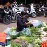Nhiều siêu thị và chợ truyền thống hoạt động phục vụ người dân