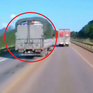 VIDEO: Xe tải vượt ẩu suýt gây tai nạn liên hoàn trên cao tốc