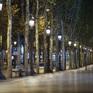 Thủ đô Paris ảm đạm trong lệnh giới nghiêm chống COVID-19