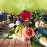 Người dân Nghệ An gói hàng nghìn chiếc bánh chưng chi viện đồng bào vùng lũ