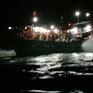 Xuyên đêm giải cứu tàu cá bị mắc cạn khi vào tránh trú bão số 8