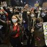 Ba Lan bắt giữ gần 300 người biểu tình, xử lý mạnh tay người vi phạm giãn cách xã hội
