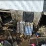 Mái nhà nhỏ chông chênh của những đứa trẻ nghèo vùng lũ