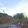 Mất điện, khối lượng đất đá lớn cản trở cứu hộ vụ sạt lở ở Quảng Nam