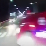 Vượt lấn làn, xe khách đâm trực diện xe tải khiến 3 người bị thương nặng