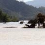 Nhiều nơi ở Phú Yên, Bình Định bị chia cắt do ngập lụt