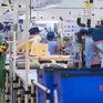 Các nhà máy giữ lao động và ổn định sản xuất