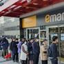 Người dân tại tâm dịch của Hàn Quốc được mua khẩu trang giá rẻ