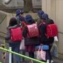 Phụ huynh Nhật Bản loay hoay với yêu cầu cho học sinh nghỉ học