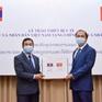 Lễ trao tượng trưng trang thiết bị y tế của Việt Nam hỗ trợ Lào và Campuchia phòng, chống COVID-19