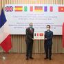 Việt Nam tặng các nước châu Âu 550.000 khẩu trang hỗ trợ chống dịch COVID-19