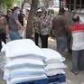 TP.HCM: Người dân góp gạo cho máy phát gạo tự động