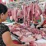 """Giá thịt lợn """"phi mã"""", tiểu thương nói gì?"""