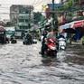Nhiều khu vực ở TP.HCM chìm trong biển nước sau cơn mưa lớn chiều 30/5