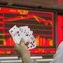 """Chứng khoán bùng nổ, nhà đầu tư Trung Quốc """"đánh cược"""" với niềm tin chắc thắng"""