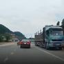 Sang đường thiếu quan sát, thanh niên đi xe máy bị ô tô tông bất tỉnh