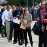 """Mỹ: Tỷ lệ thất nghiệp giảm bất ngờ nhưng còn nhiều """"hố sâu"""""""