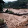 Mưa lớn như trút nước gây ách tắc nhiều tuyến đường giao thông