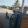 Hành hung nhân viên, đe dọa lái xe mua vé qua trạm BOT