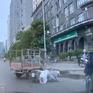 Xe ba bánh cắt ngang qua đường, tông thẳng vào xe máy