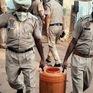 Số ca tử vong vì rượu lậu tại Ấn Độ tiếp tục tăng, ít nhất 25 đối tượng bị bắt giữ