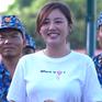Văn Mai Hương bối rối khi được các chiến sĩ khen xinh