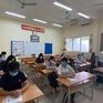 Thí sinh nghiêm túc chấp hành quy định giãn cách khi đến làm thủ tục thi tốt nghiệp THPT 2020