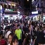 """Quán bar ở Hà Nội """"tấp nập"""" đón khách sau lệnh cấm"""