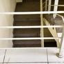 Lọt lan can cầu thang, bé trai 20 tháng tuổi rơi từ tầng 3 chung cư