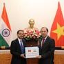 Đại sứ Ấn Độ tại Việt Nam trao quà ủng hộ các tỉnh miền Trung
