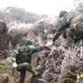 Băng giá phủ trắng sườn đồi, bộ đội biên phòng căng mình tuần tra biên giới