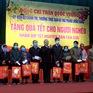 Thường trực Ban Bí thư tặng quà Tết cho các hộ nghèo tại Thái Bình
