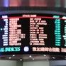 Nhà đầu tư săn lùng cổ phiếu tại Hong Kong (Trung Quốc)