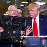Chiếc máy tính trị giá gần 140 triệu đồng được CEO Apple tặng ông Trump