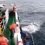 Cứu 4 ngư dân Philippines gặp nạn trên biển