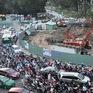 Tháo dỡ rào chắn công trình chiếm dụng mặt đường tại TP Hồ Chí Minh trước ngày 4/2