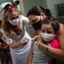 Cuba xem xét thử nghiệm vaccine COVID-19 cho trẻ dưới 2 tuổi